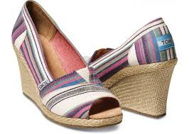 toms village stripe wedge